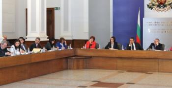 Тристранката обсъжда намаляването на ДДС за храните и лекарствата
