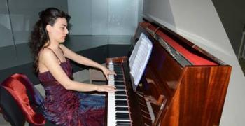 Безплатни уроци по пиано, пеене и вокално майсторство за децата на Стара Загора