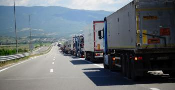 Спира се движението на камиони над 12 тона по автомагистралите в пиковите часове