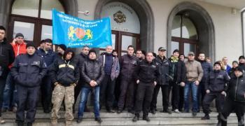 Служителите на затворите и арестите продължават с протестите