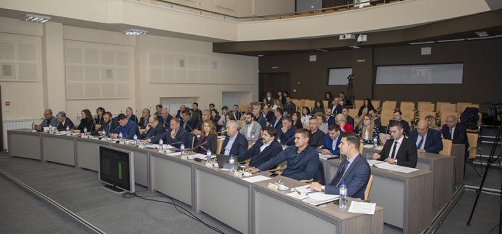 С минута мълчание в памет на Стефан Данаилов започна заседанието на Общинския съвет