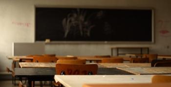 Повдигнаха обвинение срещу 14-годишен след сбиването, завършило със смърт, в училище в Плевенско