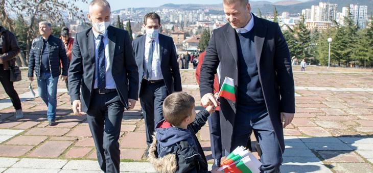 Красимир Вълчев и Живко Тодоров с цветя за българската слава и свобода