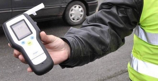 Пиян водач се заби в спрял на светофар автомобил