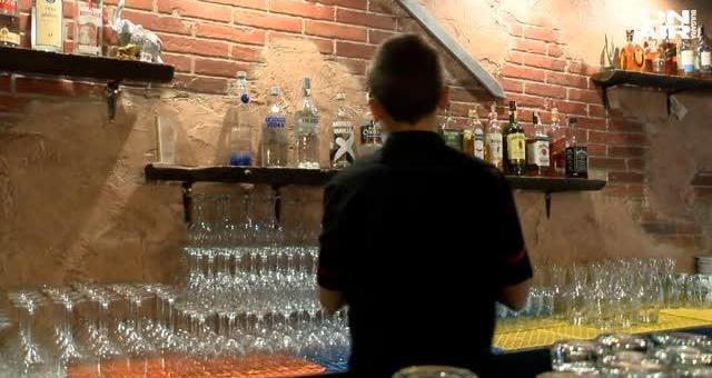 Хотелиери и ресторантьори не предпочитат непълнолетни за работа