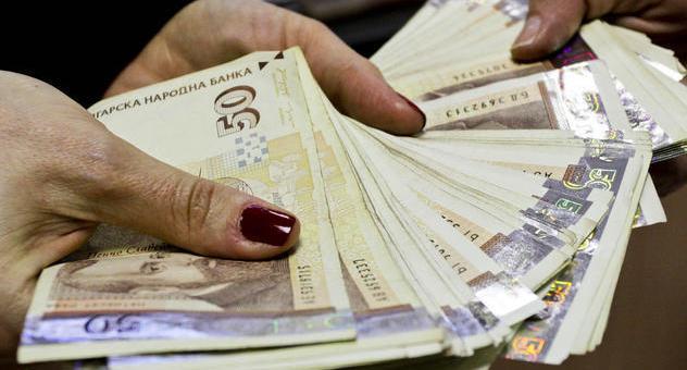 Всеки трети българин с кредит