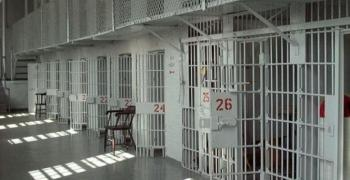 Над 1 200 души в арестите и затворите в страната са с право на глас