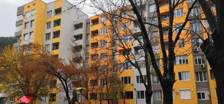 Обновяват последните три сгради с договори за саниране