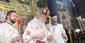 Църковните литургии по Великденските празници ще се отслужват навън