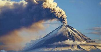 Вулкан изхвърли стълб пепел на височина 5 километра в Русия