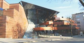 10 музея и 5 театъра в областта