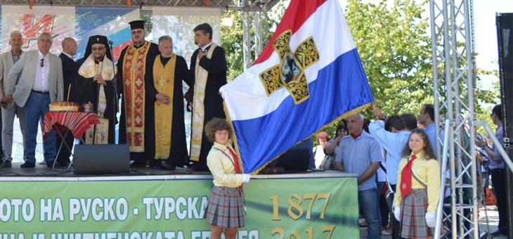 Дарение: Казанлък получи реплика на Самарското знаме