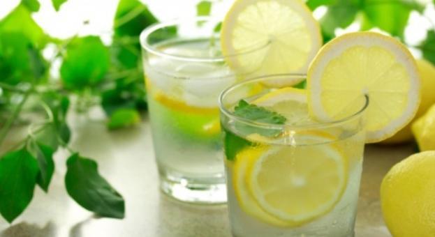 Пиенето на топла вода с лимон - опасно за зъбите
