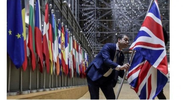 От октомври 2021 г. влизане във Великобритания от ЕС с паспорт