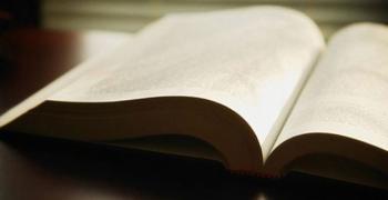 Омбудсманът започва кампания срещу ДДС при дарение на книги