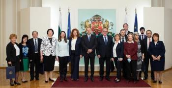 Румен Радев отличи с Почетния знак на държавния глава изявени педиатри и неонатолози