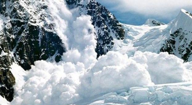 Една жертва и двама изчезнали след падане на лавини в Русия