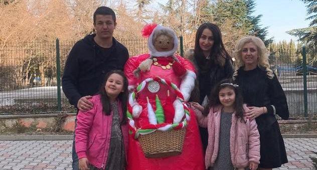 Усмихната Баба Марта посреща децата в старозагорска градина