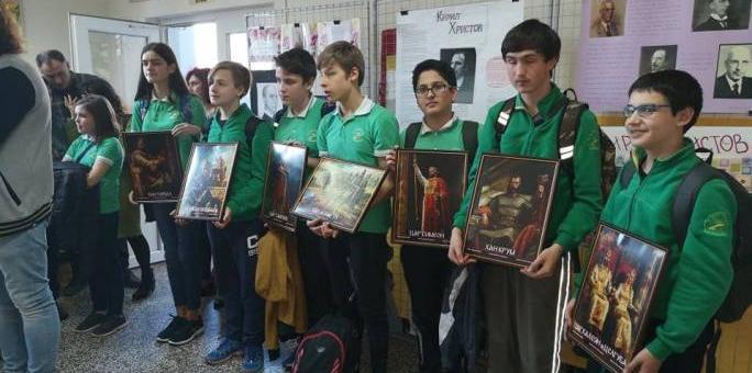"""ВМРО-БНД подари картини на ученици от ОУ """"Кирил Христов"""""""