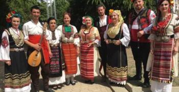 Изложба в Казанлък представя автентични носии