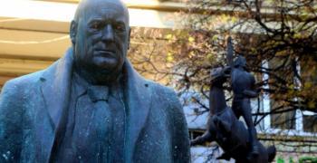 София осъмна с паметник на Бойко Борисов със светещи очи