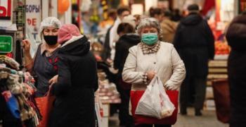 Руски лекари: Сменяйте маските по-често в студеното време