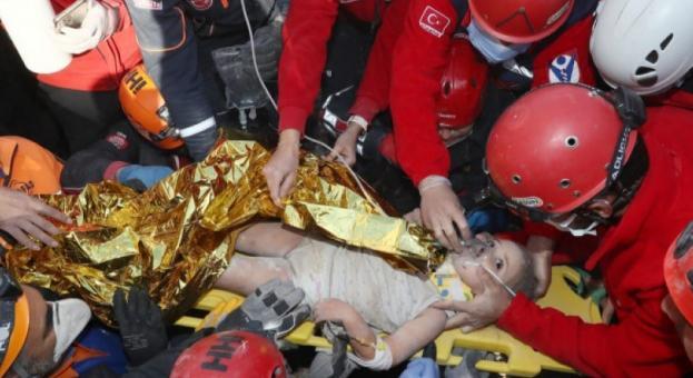 Тригодишно дете извадено живо 91 часа след труса в Турция