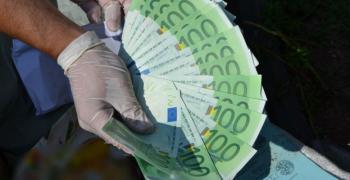 Преводите в евро до страни от EС поевтиняват с до 10 пъти