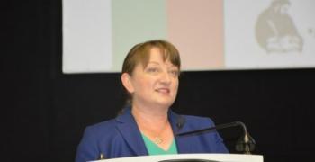 """Министър Сачева обсъди мерките от пакета """"Заетост х3"""" с БАЗ и Сдружението на заведенията"""