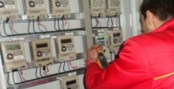 Отчитат електромерите по редовния месечен график по време на празниците