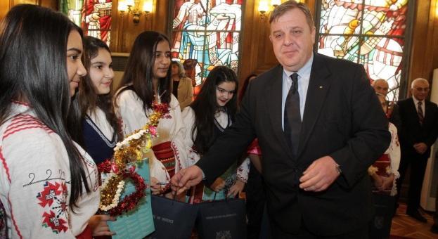 Каракачанов: Интеграция на ромите ще има само с образование и труд