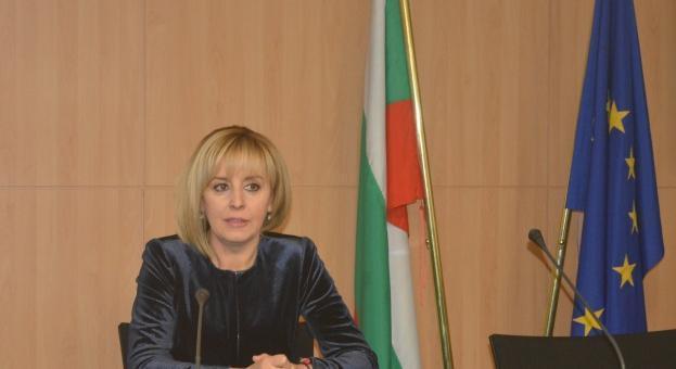 Мая Манолова ще се срещне с протестиращите здравни специалисти в Казанлък
