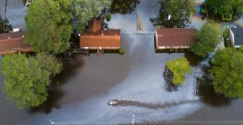 Жертвите на урагана Флорънс са вече 13. над 20 хиляди евакуирани