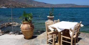 Гърция се готви за лятото, цените падат