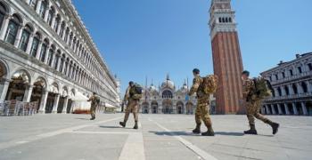 Кметът на Венеция: Искаме туристи!