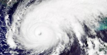 """Хаваи се готви за един от най-силните урагани """"Лейн"""""""