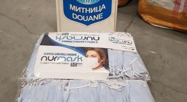 Задържаха 37 500 контрабандни маски и голямо количество етикети на световни марки