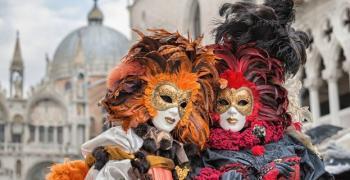 Със зрелищно водно шествие откриха Венецианския карнавал