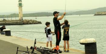 В Бургас рибари хвърлят въдици за зарган