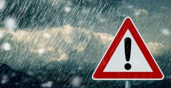 Интензивни валежи, предупреждават за поледици