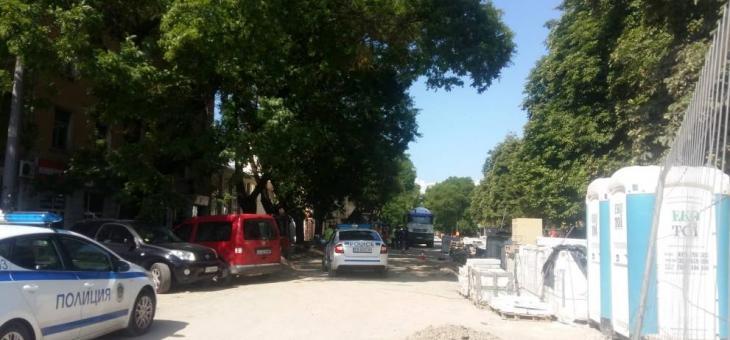 Фадрома блъсна работник при ремонта на пешеходната зона