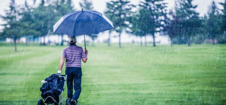 Днес чадърът е задължителен