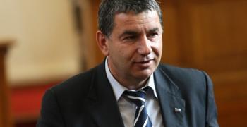 Димитър Байрактаров: Защо патриотичното трио Валери, Волен и Красимир не защитиха правата на българите, работили в Коми?