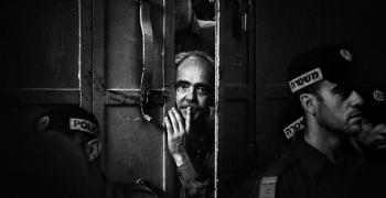 Денис Бучел показва стрийт фотография в Казанлък