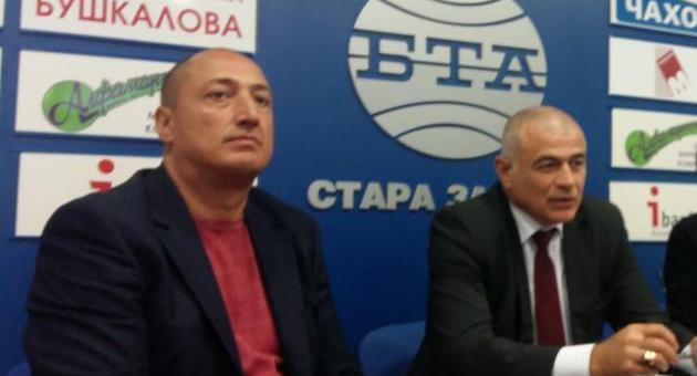 Депутатът Гьоков и съветникът Климент Пенчев в Приемната на БСП в Стара Загора