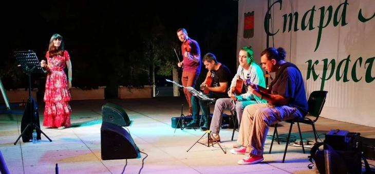 """""""Под небето на Париж"""" - стилен концерт на Надя Тончева  в първата вечер на """"Август е музика"""""""