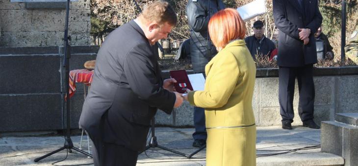 """Гергана Микова с юбилеен медал """"100 години Първа световна война"""""""