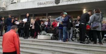 Майките на деца с увреждания организират флашмоб, искат оставката на Симеонов