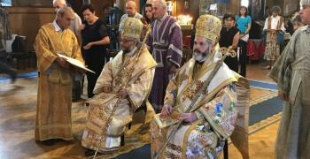 "Божествена Света литургия: Двама митрополити служиха в храм ""Света Троица"""
