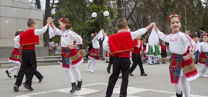 """С празник """"Млада Марта"""" зарадваха децата на Стара Загора"""